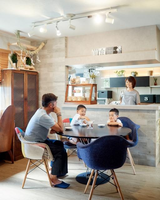 セミオープン型キッチンとリビング