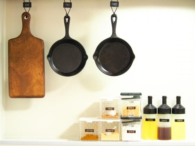 キッチンの調理器具・調味料のイメージ写真