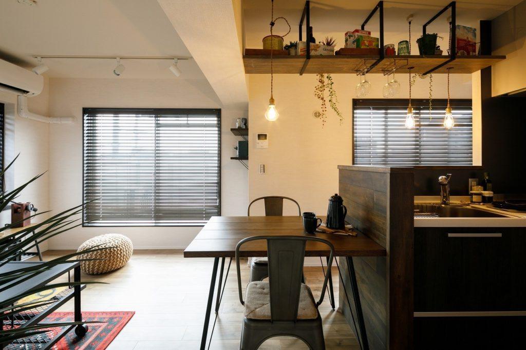 ヴィンテージ家具が合う大人のカフェ風空間