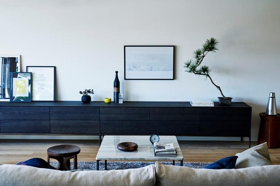 石の天板のテーブル
