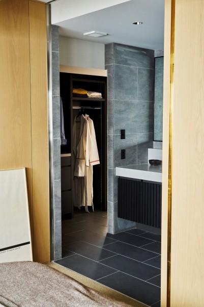 寝室・脱衣所・浴室は回遊式の動線にして、まるでホテルの一室のようなつくり