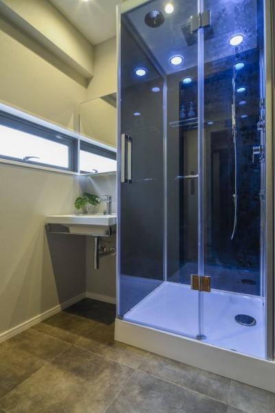 シンプルモダンなシャワールーム
