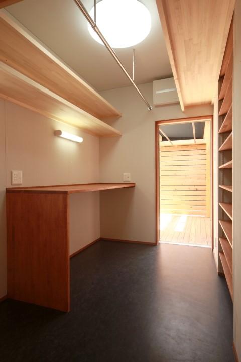 家事室の床材もリノリウム