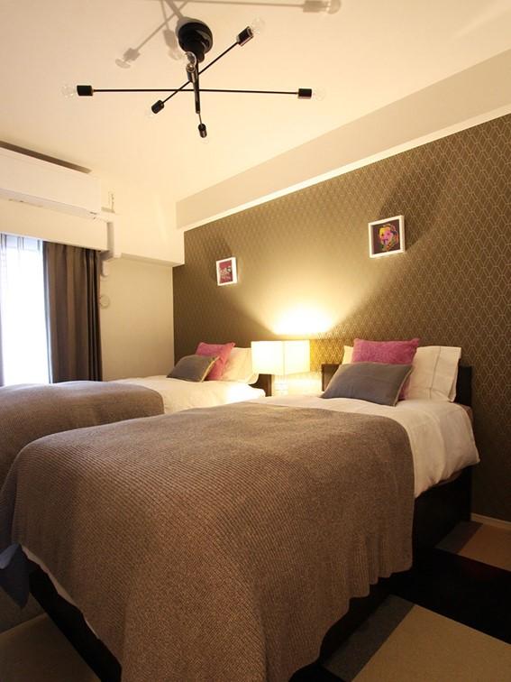 紙壁紙で実現したホテルライクな寝室