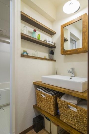 木の温もりがあふれる洗面室のニッチ収納