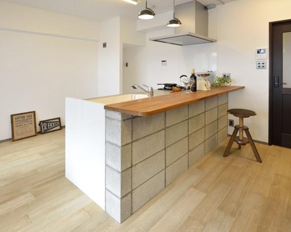 コンクリートブロックを使ったキッチンカウンター
