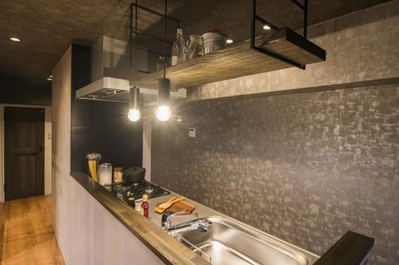 キッチンの横は隠せる収納スペース
