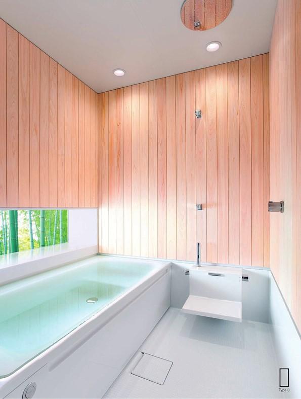 板張りのナチュラルな浴室