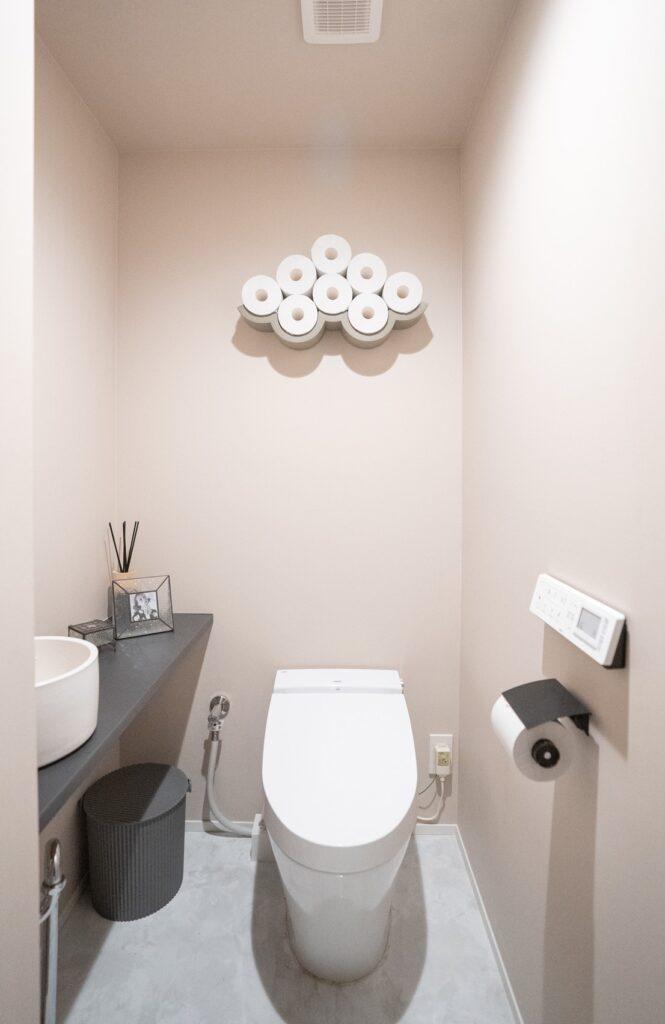 ピンクがやさしいトイレ