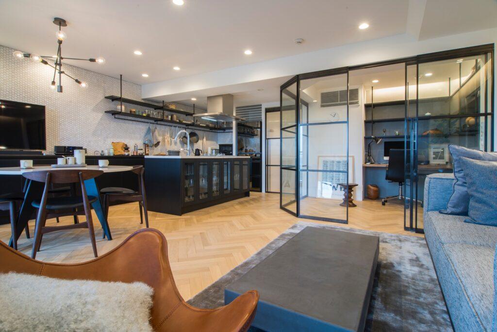 LDKの一角には、ワークスペースにも利用しやすい居室を設けました
