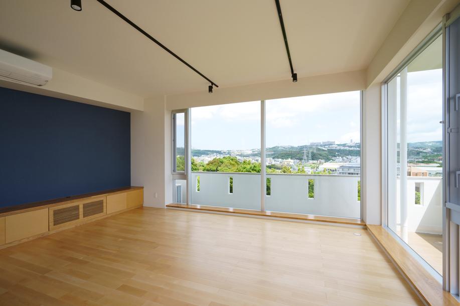 2階の広いバルコニーにLDKを増築して、二世帯住宅にリノベーションした事例
