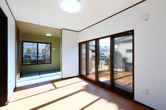 1階の古い和室は洋室へと変更し、増築部を新しい和室に