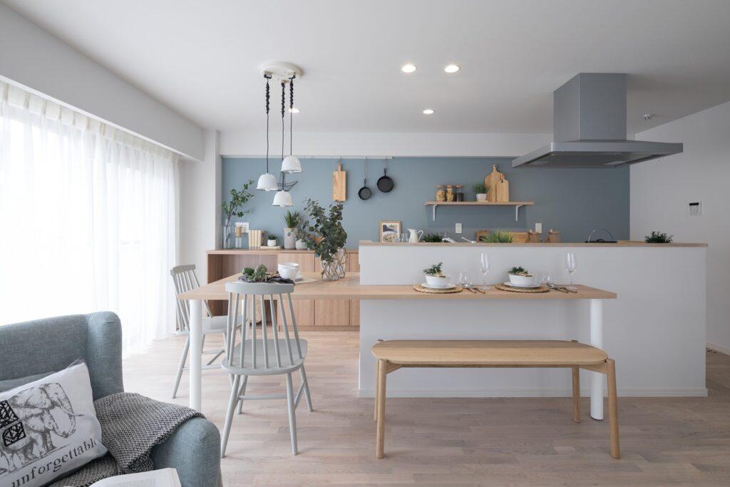 ブルーグレーの北欧キッチン