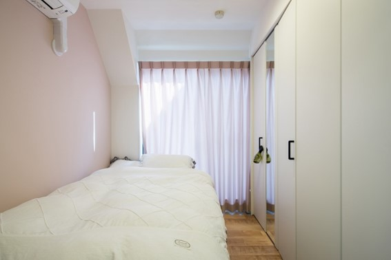 寝室にはふんわりと淡いピンクが好相性