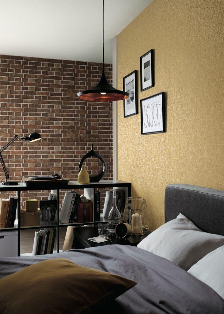 レンガ風壁紙のシックな寝室
